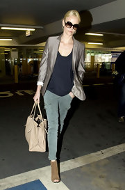 Charlize wore a pair of Houlihan skinny cargo pants in Vintage Olive with a chic taupe blazer and slouchy black T-shirt to the airport.