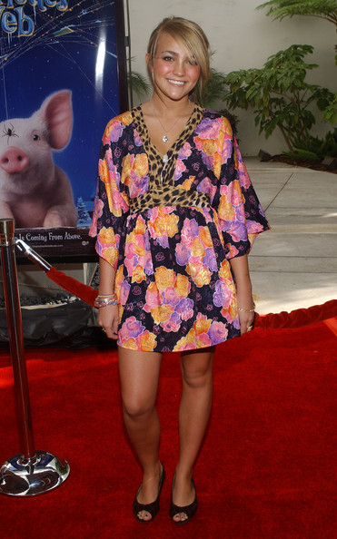 Jamie Lynn Spears wore a wild looking leopard and floral print dress to the 'Charlotte's Web' LA premiere.