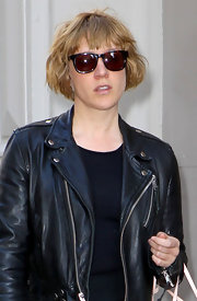 Chloe Sevigny finished off her tough street style with a pair of tortoiseshell wayfarers.