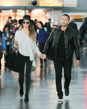 Chrissy Teigen was spotted at JFK wearing a gray Rails boatneck sweater and black skinny jeans.