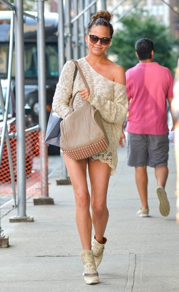 More Pics of Chrissy Teigen Off-the-Shoulder Top (1 of 7) - Chrissy Teigen Lookbook - StyleBistro