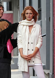 Cintia Dicker was spotted on a photoshoot wearing a comfy knit scarf.