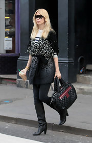 Claudia Schiffer paired her casual ensemble with a Cocoon quilted leather tote.