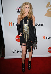 Kesha loves to play with accessories. The song bird paired her black dress with a bold bronze statement neckalce.