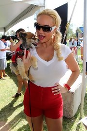 Coco was casual yet sexy in a white V-neck baby tee and red shorts at the 2013 Pet-A-Palooza.
