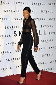 Naomi Harris finished off her sophisticated all-black attire with clearly cap-toe pumps.
