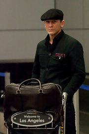 Daniel Craig traveled in style with a classic brown leather tote in tow.