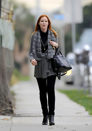 Marcia accessorized her look with black leather ankle boots.