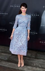 Olga Kurylenko dazzled in this retro-inspired floral frock with intricate embroidery.