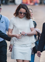 Daisy Ridley opted for green nail polish to add a pop of color to her otherwise all-white ensemble.