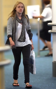 Dakota jazzed up her casual look with a silver studded grey linen scarf.