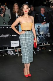 Marion Cotillard completed her chic pencil skirt tube top combo with pointy toed red pumps.