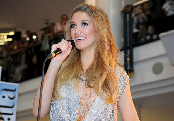 Delta Goodrem sported a retro-chic half-up half-down 'do during her performance at a Sydney mall.
