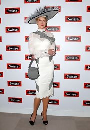 Nicole looked like a class act in this fab 'My Fair Lady' look.