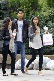 Freida Pinto was chic while out and about London in skinny jeans and ivory peep-toe pumps.