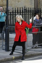 Diane Sawyer wore a super-stylish trenchcoat in an eye-catching bright red hue while reporting on the Royal Wedding.