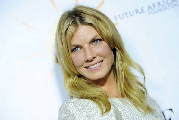 More Pics of Angela Lindvall Medium Wavy Cut (1 of 8) - Medium Wavy Cut Lookbook - StyleBistro