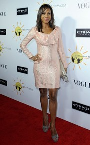 Holly Robinson Peete teamed her dress with a pair of bow-adorned silver platform peep-toes.
