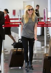 Kirsten's black leggings were a totally casual choice for the star's travel look!