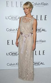 Jennie Garth went for an old fashioned lacy look at the Women in Hollywood event.