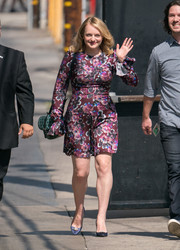 A printed shoulder bag completed Elisabeth Moss' ensemble.
