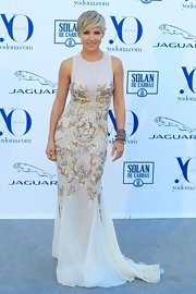 Elsa Pataky looked downright divine at the Yo Dona Awards in a Zuhair Murad evening dress featuring metallic embroidery.