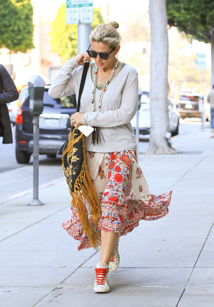 More Pics of Elsa Pataky Leather Sneakers (4 of 6) - Athletic Shoes Lookbook - StyleBistro []