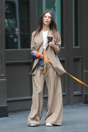 Emily Ratajkowski was spotted out in New York City sporting an oversized beige pantsuit.