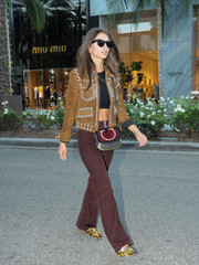 Emily Ratajkowski topped off her ensemble with a stylish Ferragamo satchel.