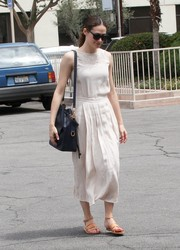 Emmy Rossum completed her attire with a black Ralph Lauren bucket bag.