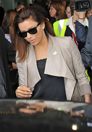 "While being swarmed by paparazzi, the actress made her way through the airport wearing a pair of classic black ""Wayfarer"" sunglasses."