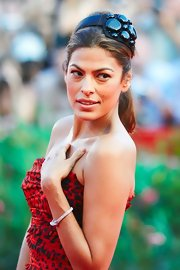 Eva Mendes showed off her interesting headband at the Venice Film Festival. She pulled her hair back in a loose ponytail to showcase her hair accessory.