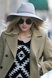Fearne's braid-adorned hat was thoroughly modern in a soft lavender shade.