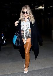 Fergie played with textures with this ensemble thanks to these brown leather pants.