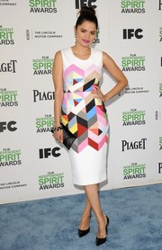 Melonie Diaz looked very chic at the Film Independent Spirit Awards in a colorful geometric-print sheath by Preen.