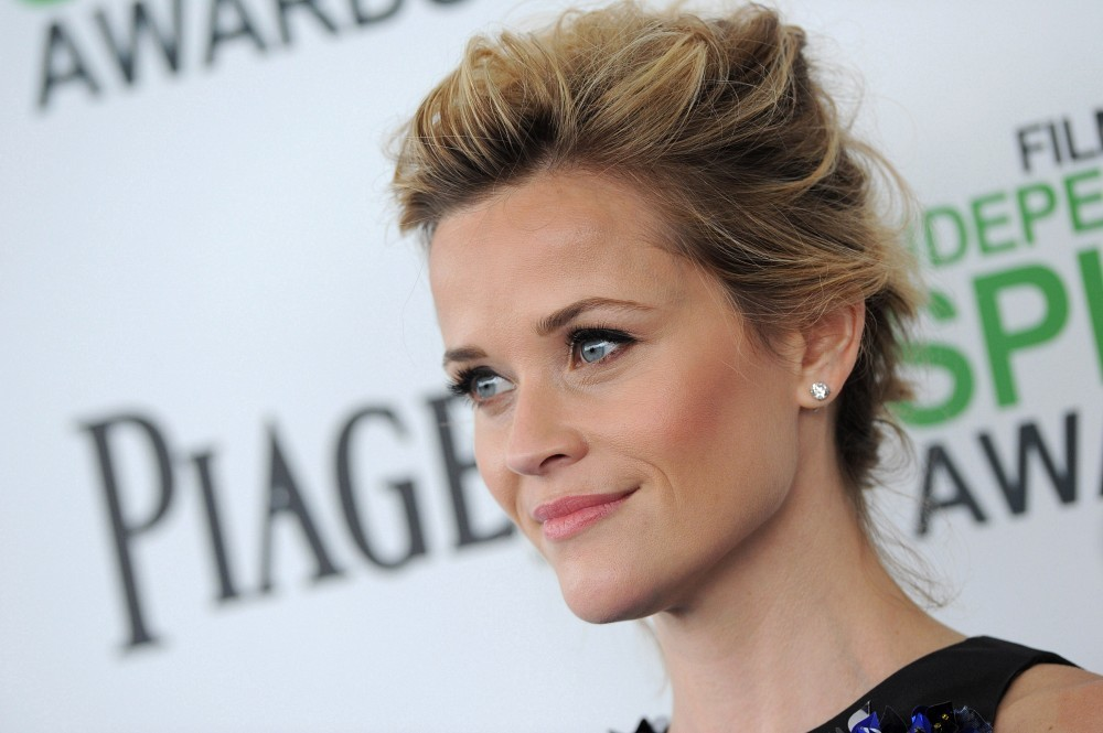 More Pics Of Reese Witherspoon Messy Updo 7 Of 16 Reese