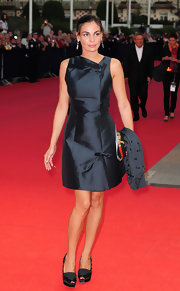 Ines looked elegant in a dark blue dress with bows that was fit for a princess.