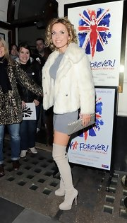 Geri looked so tiny under that white fur coat! It was a very soft and cozy style.