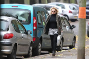 Geri wears white torn denim shorts over leggings for an outing to get her hair done.
