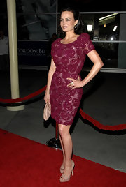 Carla Gugino finished off her red carpet look with nude platform peep toes.