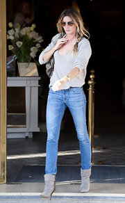 Gisele looked ultra chic in skinny jeans tucked into gray suede ankle boots.
