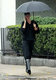 Gisele Bundchen kept dry from the rain with a classic Hunter wellies.