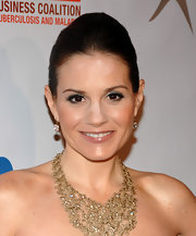 Kara DioGuardi added a touch of sparkle to her look with diamond drop earrings.