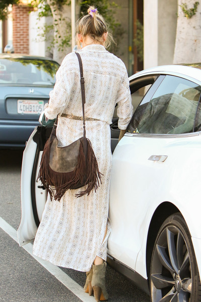 Kate Hudson's fringed suede shoulder bag gave us hippie vibes.