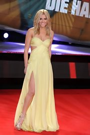 Ashley looked radiant in a floor-length pale yellow gown at the premiere of 'A Good Day to Die Hard.'