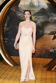 An elegant strapless dress was Rachel Weisz's choice for walking down the 'yellow brick road' at the premiere of 'Oz.'