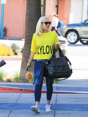 Gwen Stefani teamed her tee with a pair of skinny jeans.