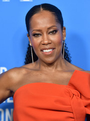 Regina King wore her hair in a curly ponytail at the HFPA Grants Banquet.