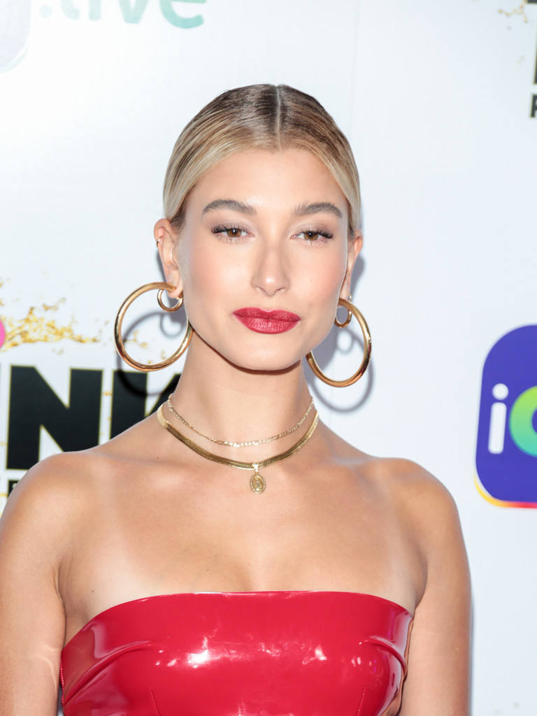 Hailey+Baldwin+Makeup+Red+Lipstick+oSErzg7m6xXx.jpg