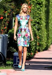 Erin posed for a photoshoot in this floral print dress with a subtle sheen.